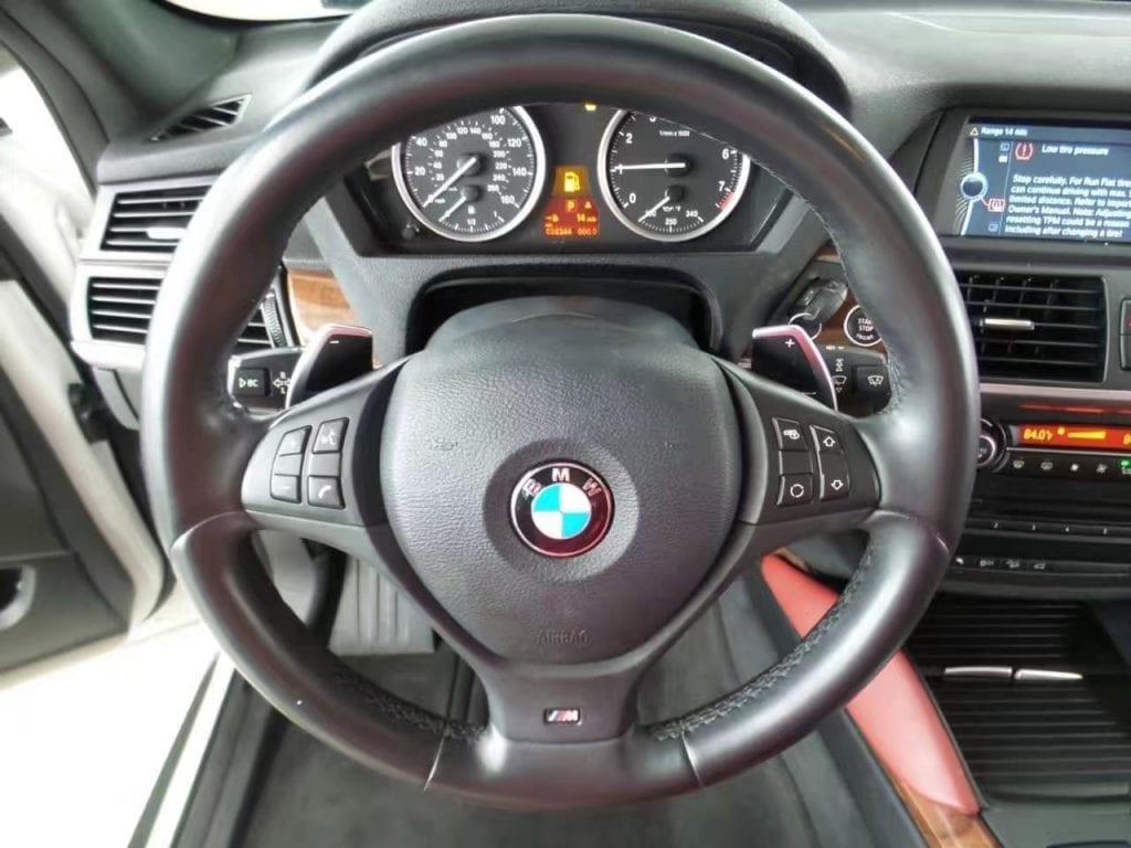 买车送三宝是什么 2014 BMW X6 外白内红,据说红色是最适合自拍的颜色