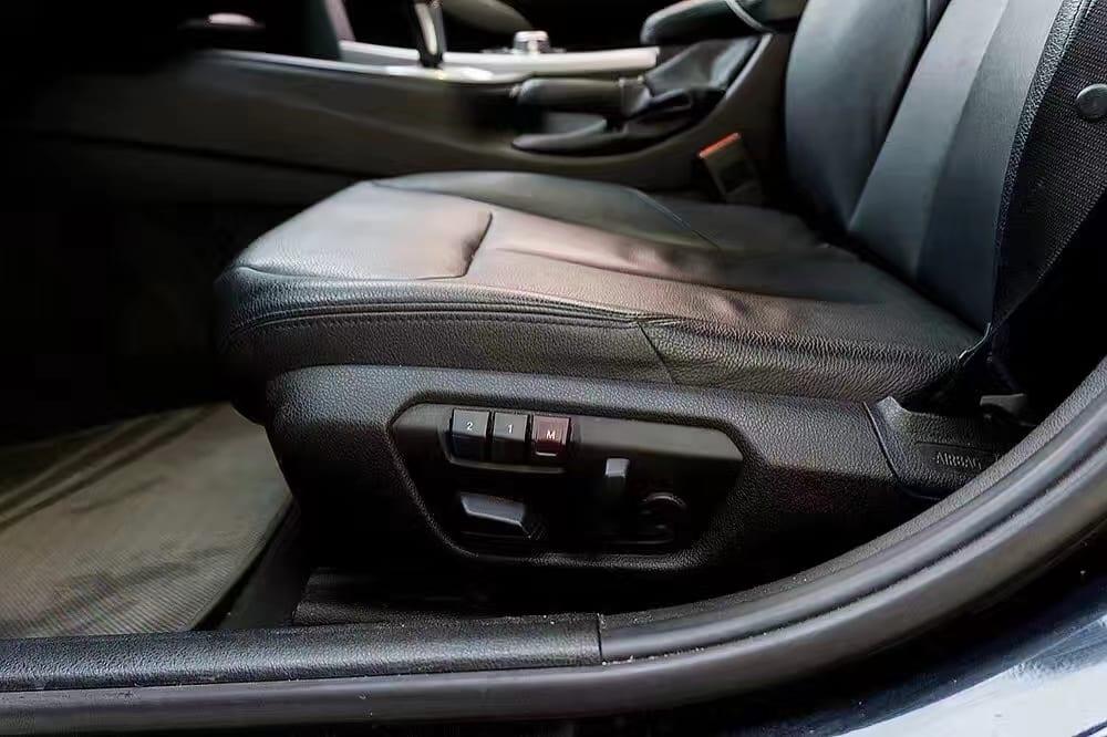 美国二手车价格评估 2012 BMW328I,里程仅32。导航 蓝牙音乐