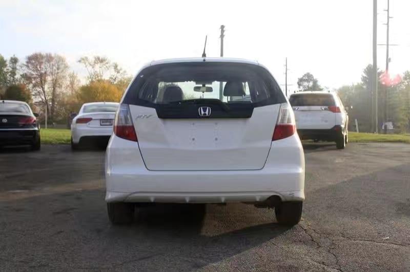 美国 二手车 新车 2013 honda fit,内部空间大不说,别看价格才1w多点