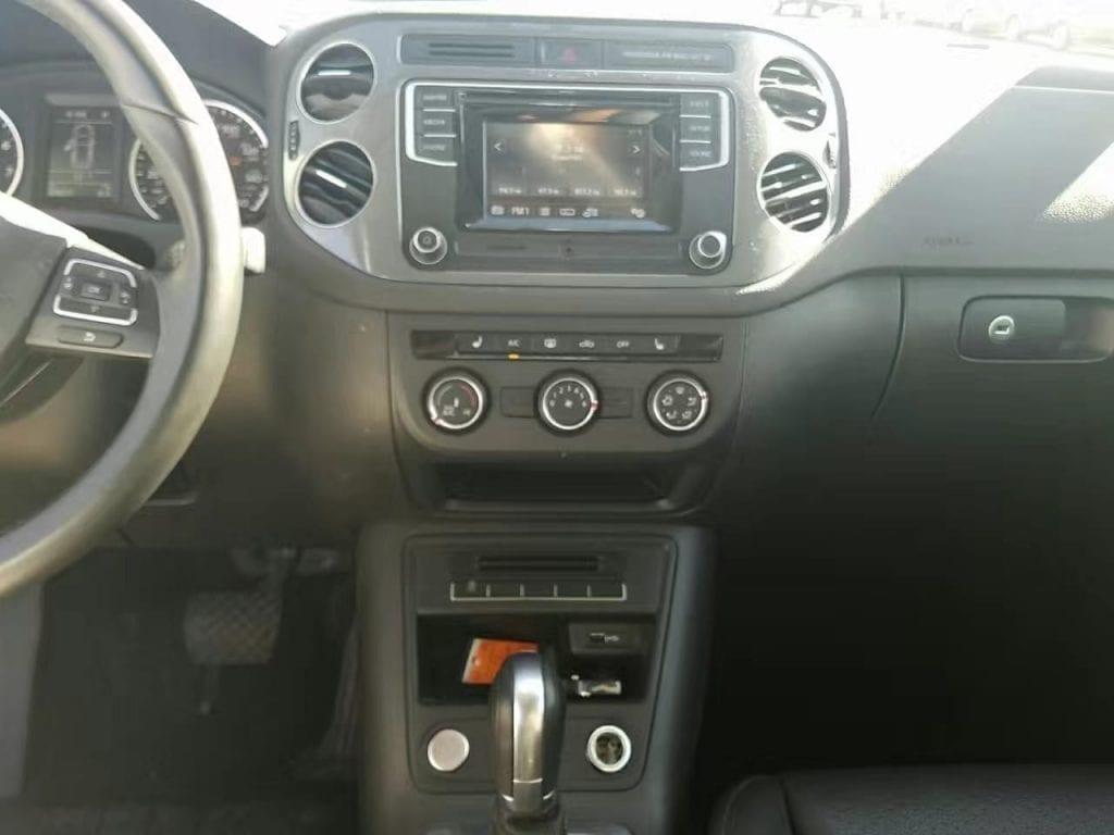 买车前草 2016 Volkswagen Tiguan S!里程:43k,倒车影像