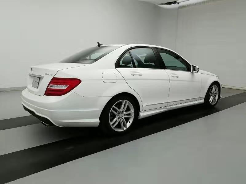 二手车按揭 2013 奔驰C300 4matic,里程2w3 价格万左右