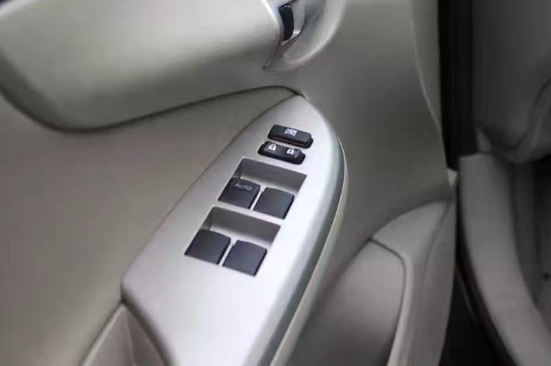 买车契约书 2013 Toyota Corolla LE,里程57k,aux接口,接近camry的空间