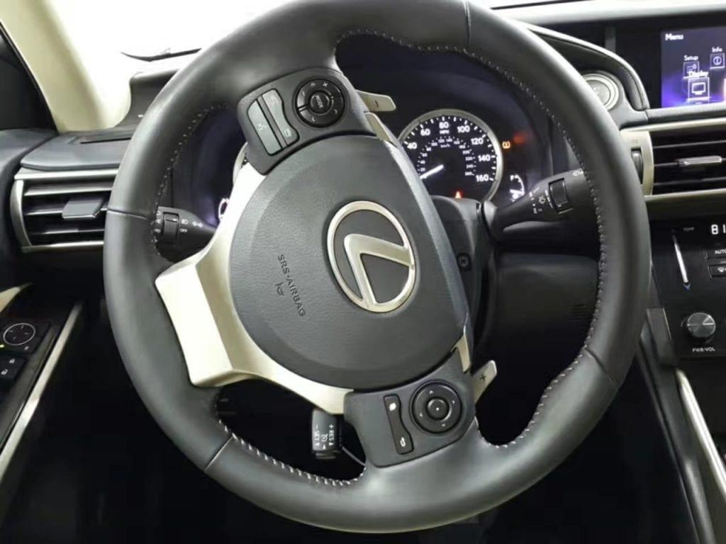 2014 Lexus IS250 awd,新款造型非常现代化,分离式大灯,Led尾灯。蓝牙,aux,倒车影像,拨片... 能想到的配置基本都有。