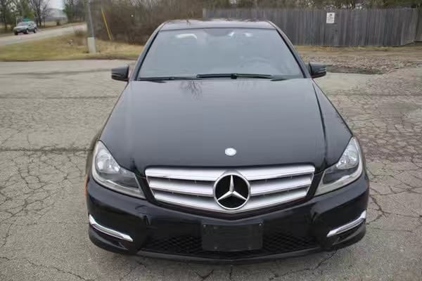 供二手车 2013 Mercedes C300 4matic,我草?还是 高配哦