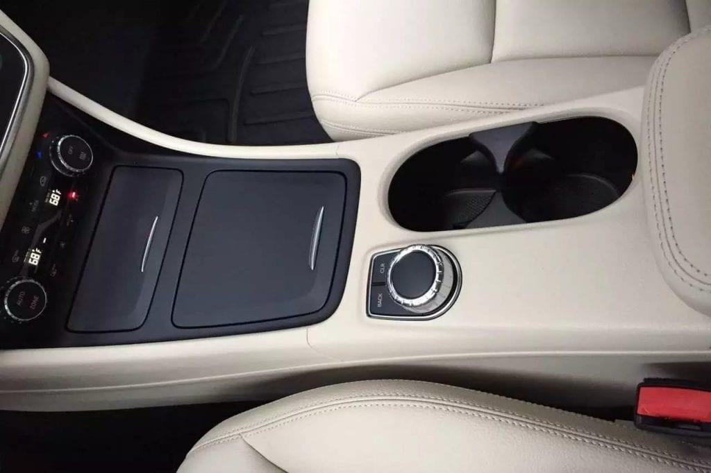 2014 高配 黑色 CLA250,白色内饰,高端配置:天窗,lighting pkg,座椅加热,定速巡航,导航,倒影,座椅调节,aux接口,蓝牙播放 。里程:33k,