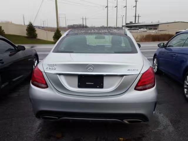 买车前草 2015 银色 Mercedes C300 4matic amg版 外形低调帅气,配置高档:全景天窗