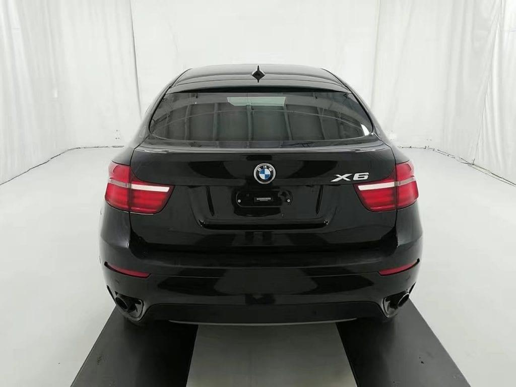 买车靠行 2014 BMW X6 M套运动版。富有攻击性的HID头灯,M方向盘,