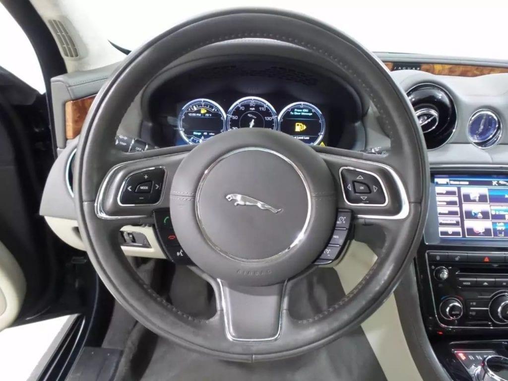 英伦格调,2013 捷豹 XJ AWD。英国皇室座驾,沉稳低调,买车 20岁