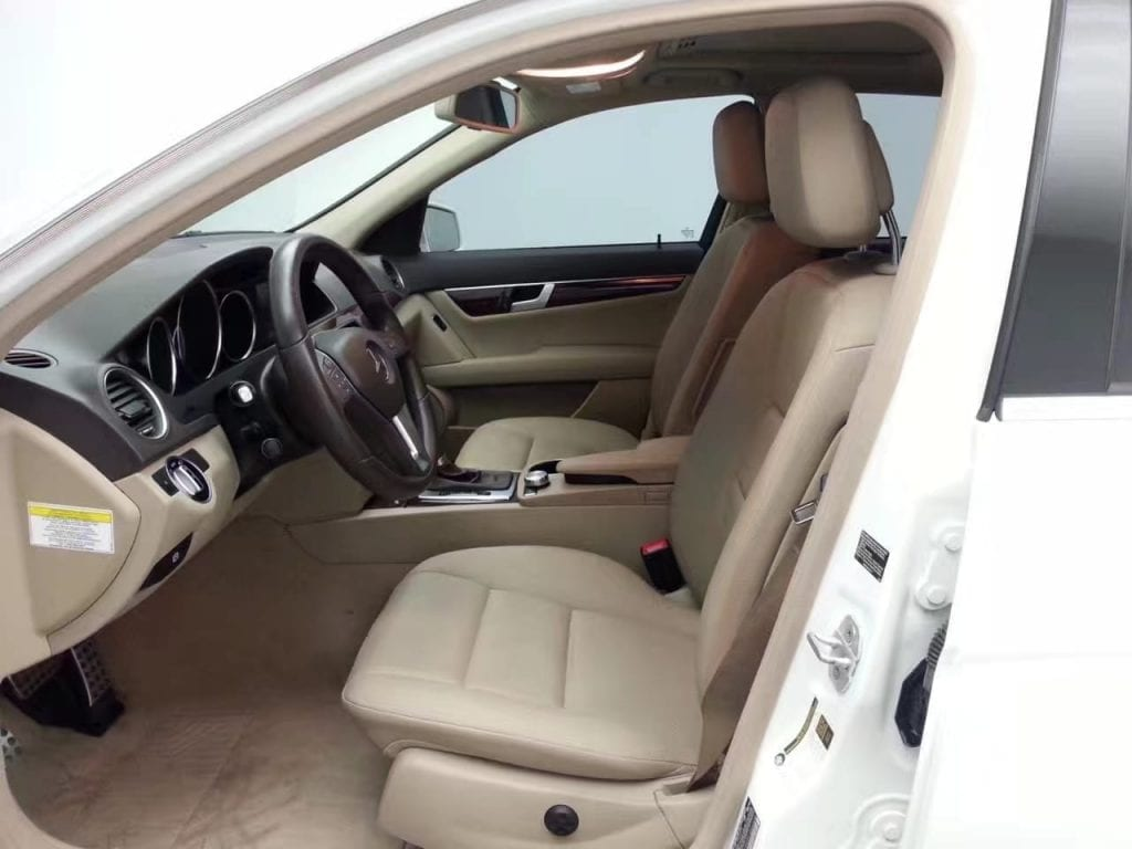 买车 年纪 2013 Mercedes C300 4matic,配置:座椅加热, 蓝牙
