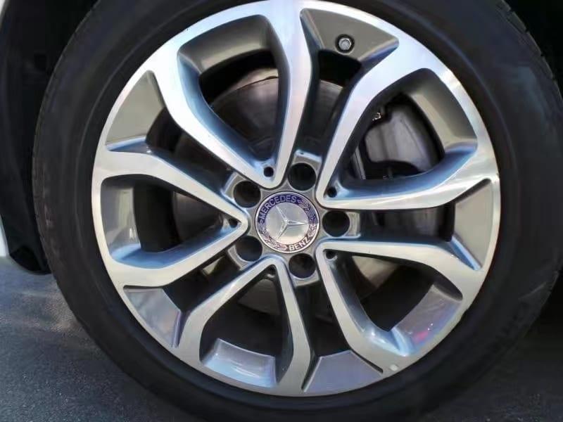 买车头期款可以刷卡吗 2015 梅赛德斯 C300 4matic。四轮驱动,上高山下草原,