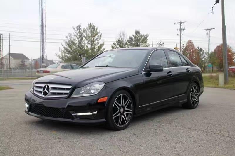 没买车 2013 Mercedes C300 4matic,黑色限量版手工 缝线内饰