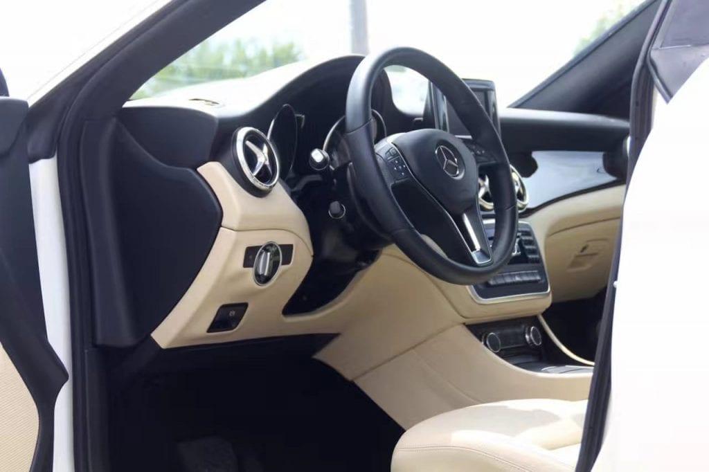 奔驰新款CLA250 amg套件,蝴蝶尾灯,氙气大灯,钻石 中网,AMG五幅轮毂,颜值横跨整个大陆 ,动力感人,里程仅2w不到,车况倍儿新 ,