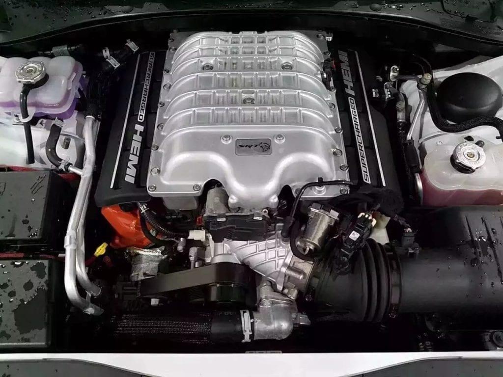 买车英文对话 2016道奇Charger SRT Hellcat!迈数仅仅7千多!