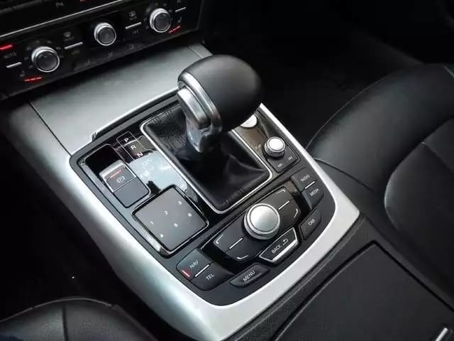 兰博车主之前的车,内外保养的非常好,一点异味也没有。配置也相当可以,导航倒影就不说,后排座椅加热也有。 年份:2012 里程:37k, 价格:3打头
