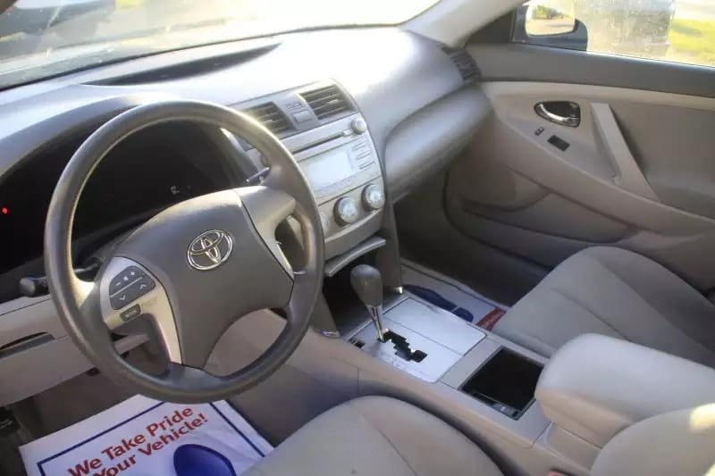 美国二手车牌照 2009 Toyota Camry LE,里程:8w,车况给力。