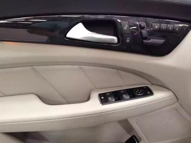 二手车ae86 2013 奔驰CLS550 4MATIC,不仅配置高档,导航倒影