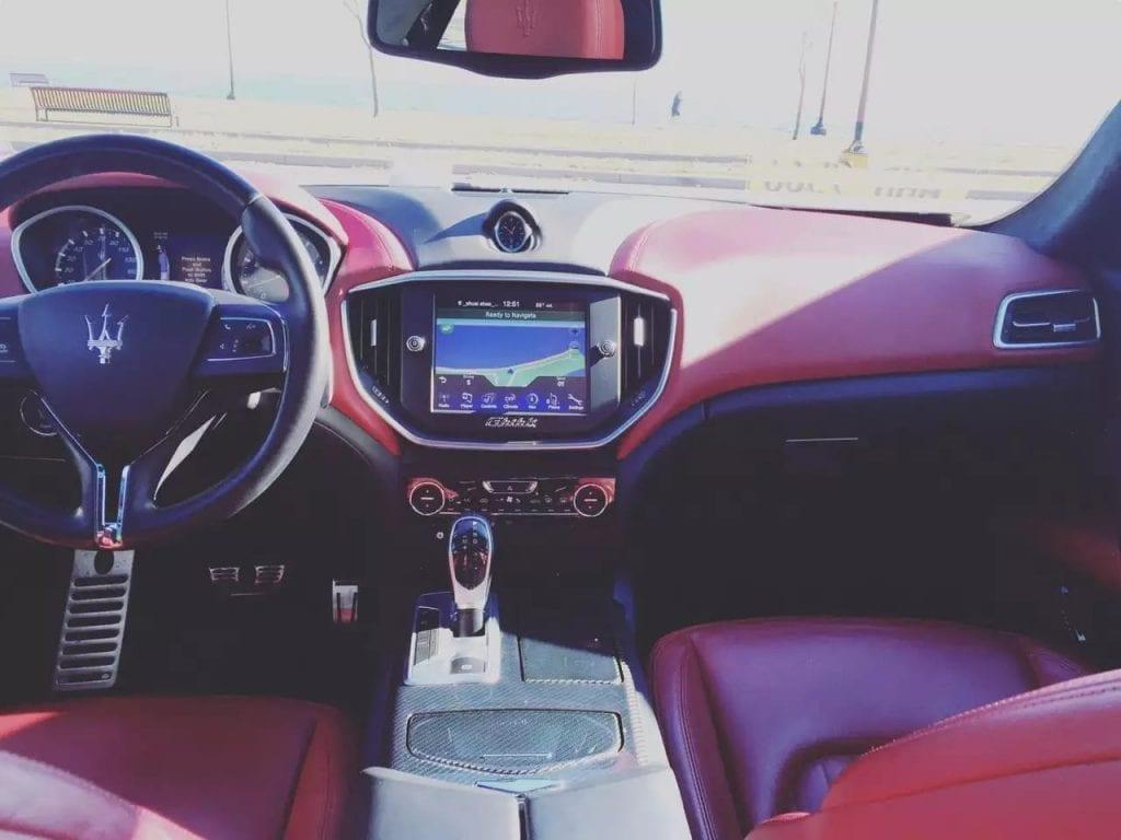 买车选什么颜色  预售,2014 Maserati Ghibli SQ4,白外红内碳纤维内饰,