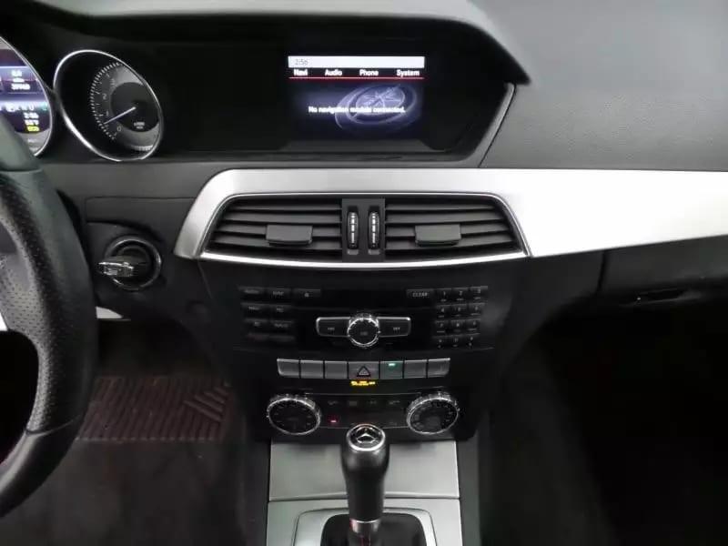 发现一台野生限量版的奔驰C300!2013 C300 4matic,配置高端:无钥匙启动,导航系统,四轮驱动