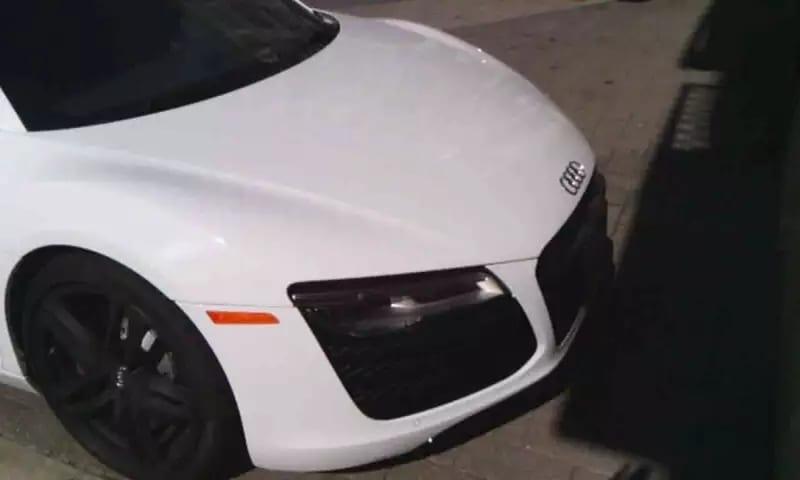 从美国买车运回中国 2014 Audi R8,碳纤维门板,内饰相当豪华