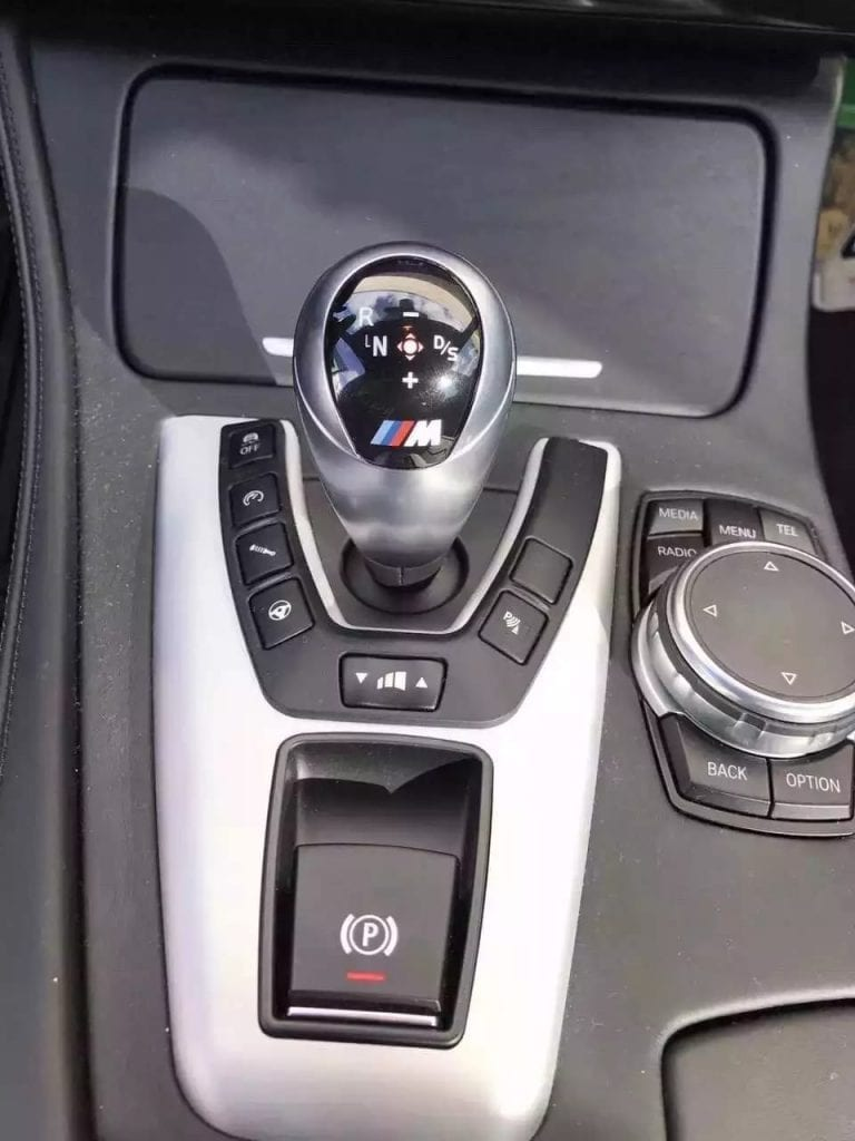 二手车壳 2015准新车宝马M5,车主怒换S63,劲爆价格出售!