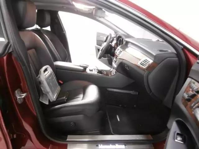 2012 CLS550,跑车的外形,沉稳的内心。配置:4.7L V8 自然吸气,座椅加热,导航倒影,座椅按摩,无论是豪华感还是性能,都流露出奢华与高档,特别是酒红色的外观,和外面那些妖艳贱货不一样,里程55k,价格竟然是3w出头,梦寐以求的车就这样在我眼前?