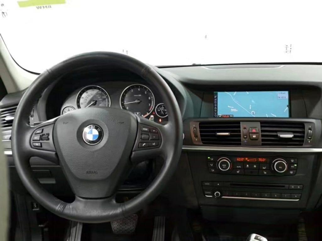 买车籍资料 2013 BMW X3,外观:金属黑,内饰:白。相比市场上其他X3