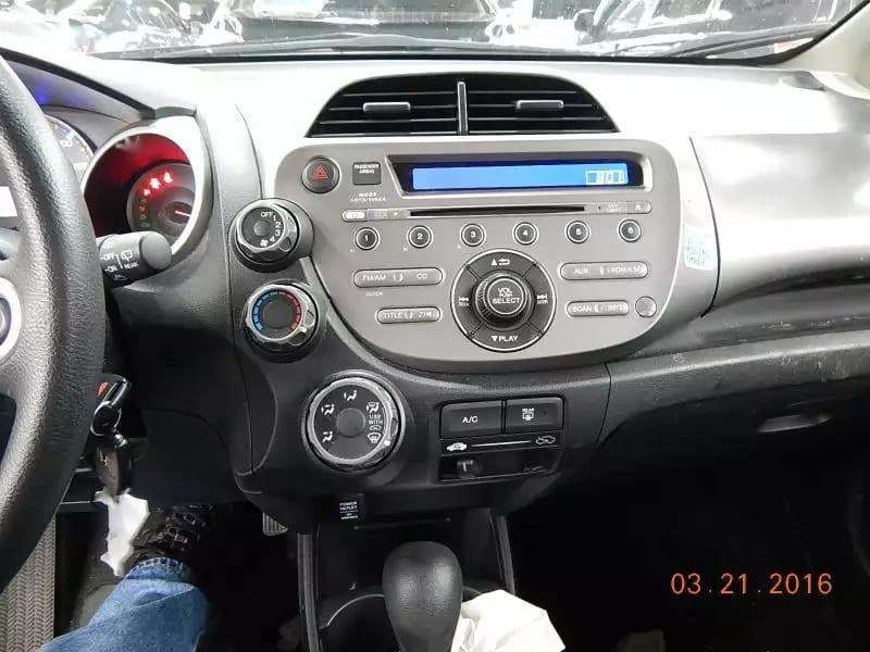 买车5万补助 2013 Honda Fit 送给大家,里程仅仅:31k,价格10xxx,