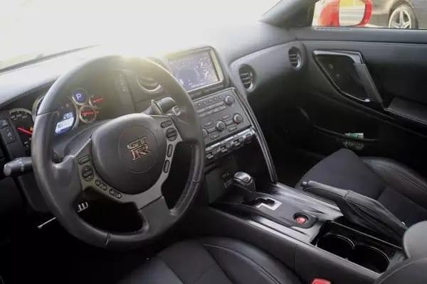 买车位投资 2015 R35 GTR,外观低调内心强大,百公里加速 2.83s