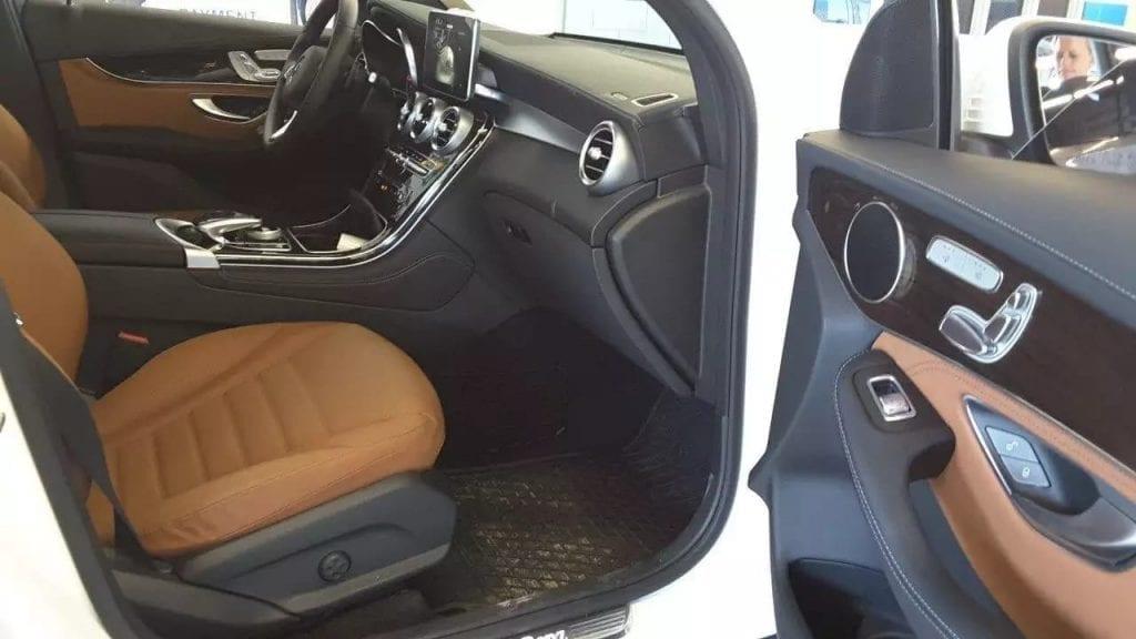 搵二手车 2016 GLC 4matic,高高配,新车8折的价格!配置各种齐全:全景天窗