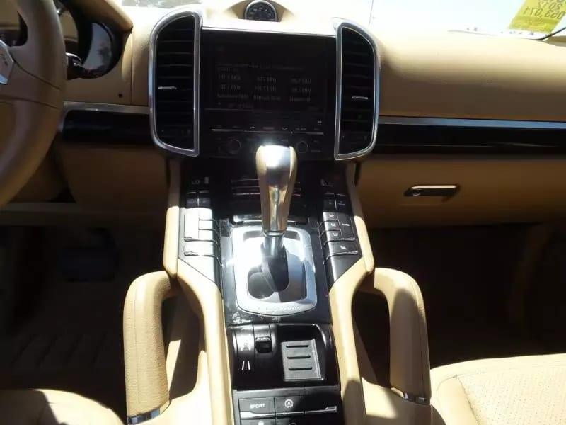 牵二手车拜拜 2012 白卡宴,里程:52k,价格3打头,只卖一天。