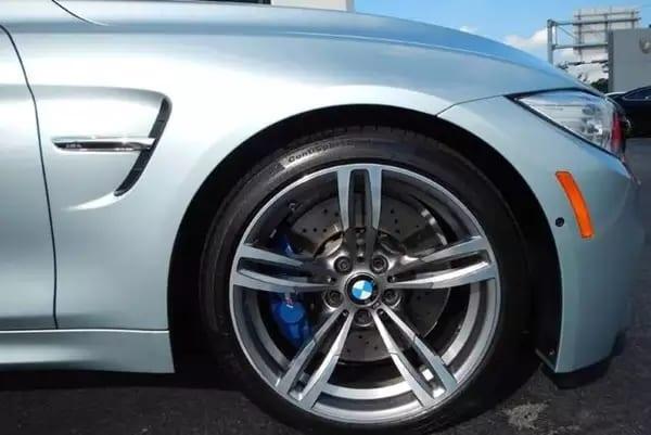 二手车outlander 2015 金属银M4,体验推背感就选它。陶瓷刹车盘
