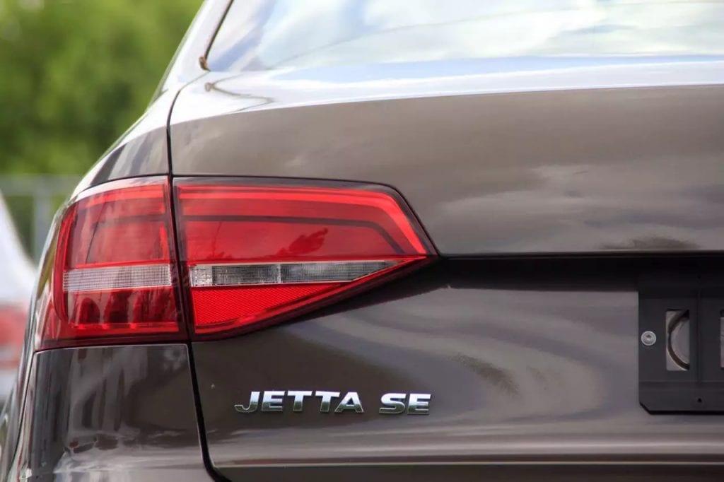 2015 大众Jetta SE,新车2w,巧克力 色 黑白运动内饰,配置齐全。采用大众最新tsi发动机