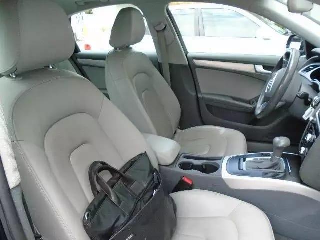 2013 AUDI A4,2.0tfsi发动机,CVT手自一体变速箱,经典夜色蓝+灰内饰,峰值马力可达260hp。