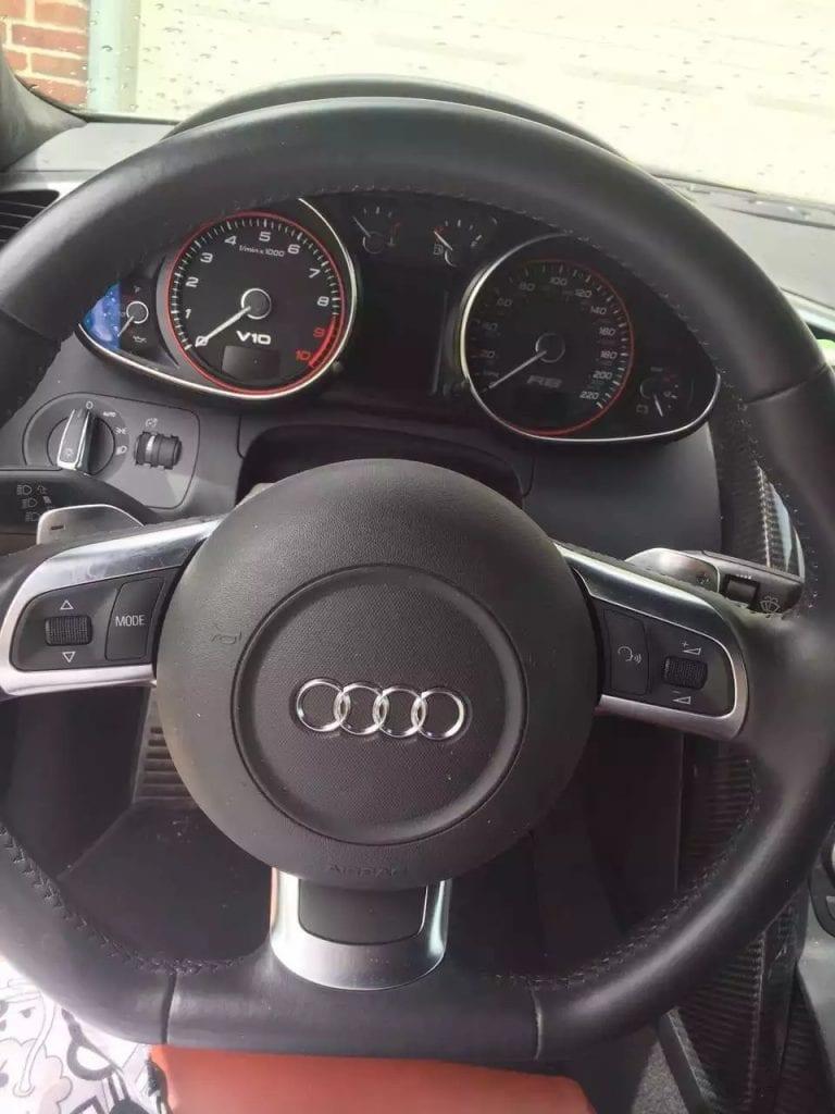 2010 R8 V10 全碳。红皮全碳内饰,年度最经典配色,21寸大轮毂,中置四驱,操控一流,跑23K无事故,