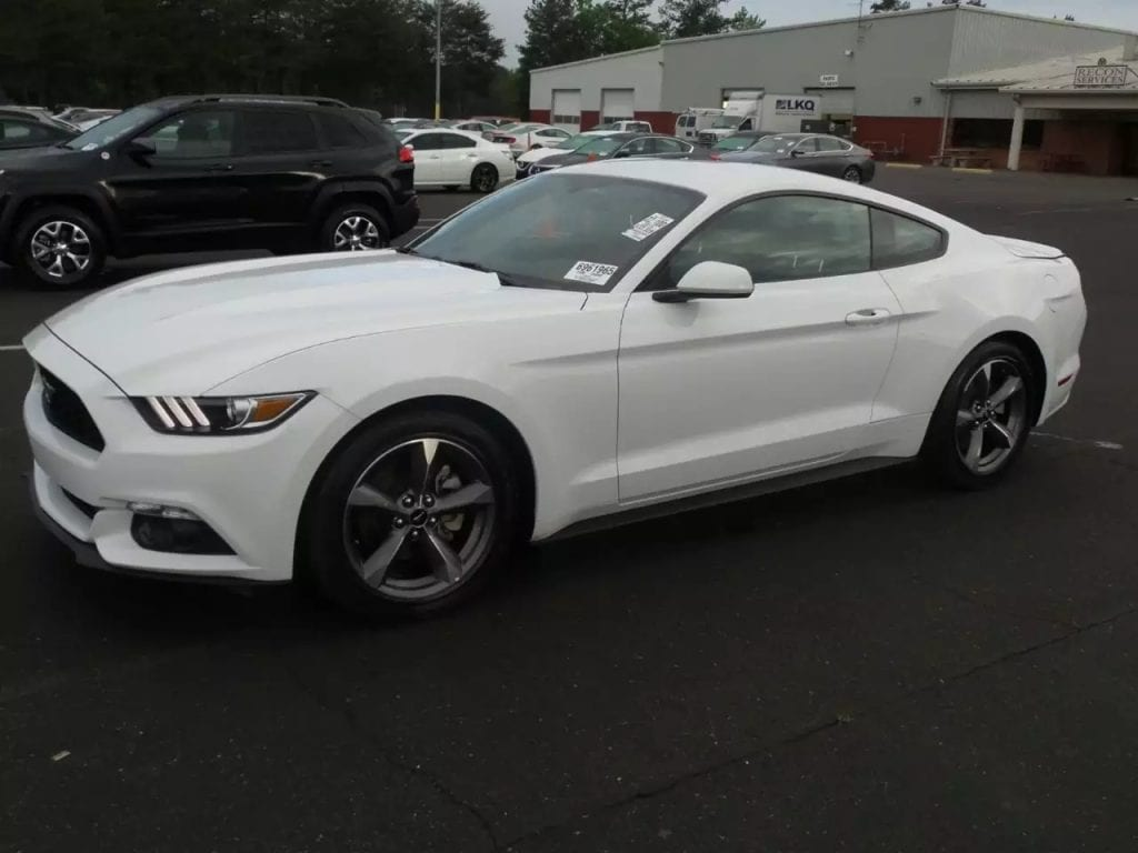 2015 Mustang,配置齐全:倒车影像 无钥匙启动 定速巡航 aux蓝牙 里程仅:34k,价格:21xxx