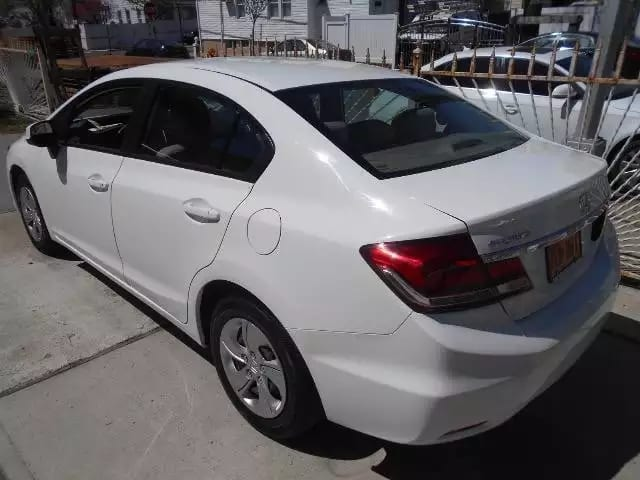 终于来一台 2013 白色 Civic,配置不错哦,倒车影像,蓝牙,定速巡航,ECO模式,里程:60k