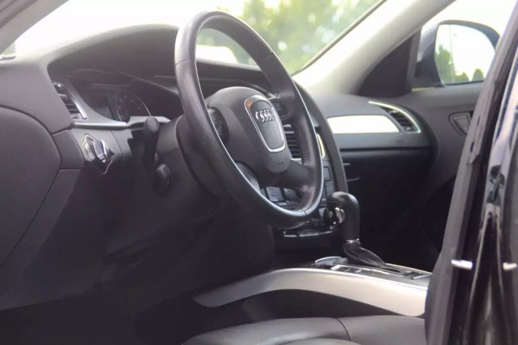 2009 Audi A4 premium plus 3.2L quattro,V6 fsi发动机,马力直逼300匹,性能更在2.0t之上很多很多