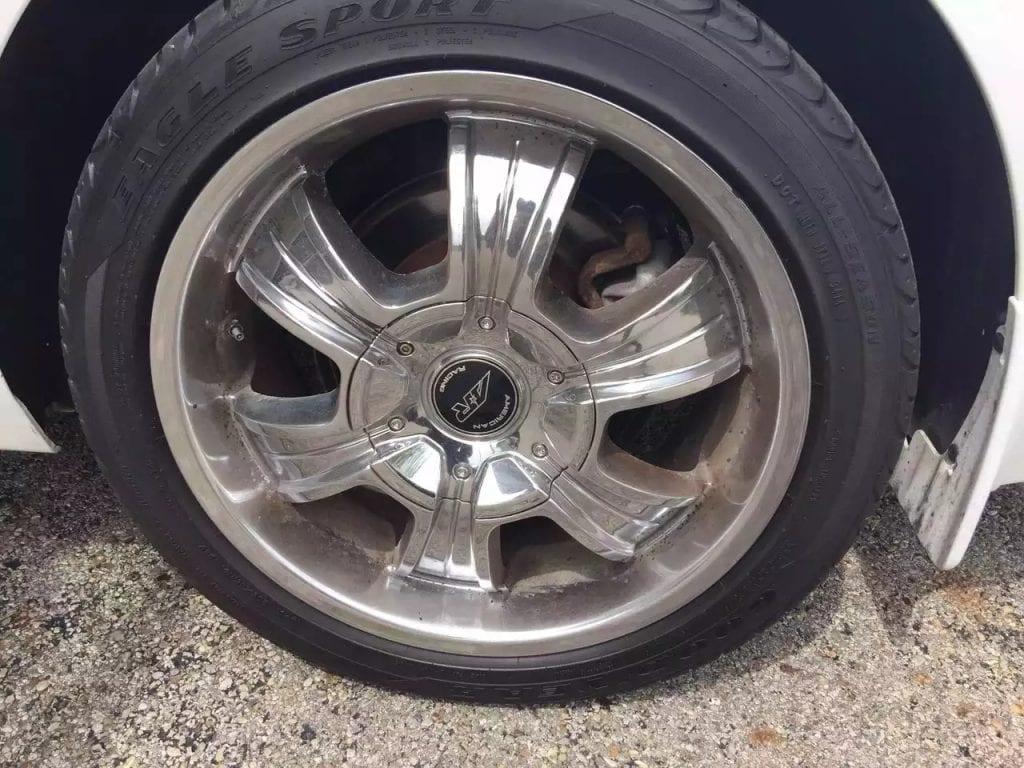 超 好看的大白,13年新款 Malibu,高配: Led大灯,皮座,蓝牙aux,加热。车身无瑕疵,一任车主,车内非常干净。里程:67k  价格:1 出头。