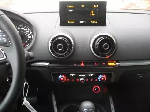 2016 准新Audi A3,4xxxmiles,价格不到2w6,喜欢新款A3设计的切勿错过,唯一一台 买新车的机会哦。