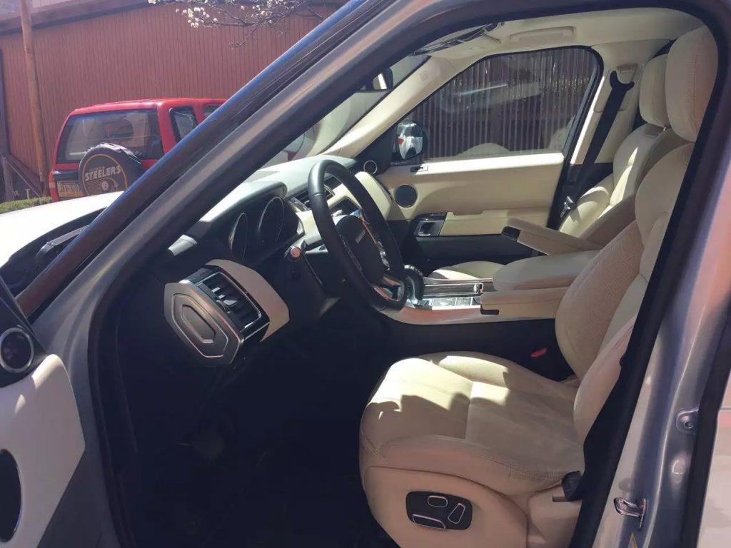 2014 land rover 揽胜运动版,里程:5xxx,价格:6w。比新车便宜了近40%!