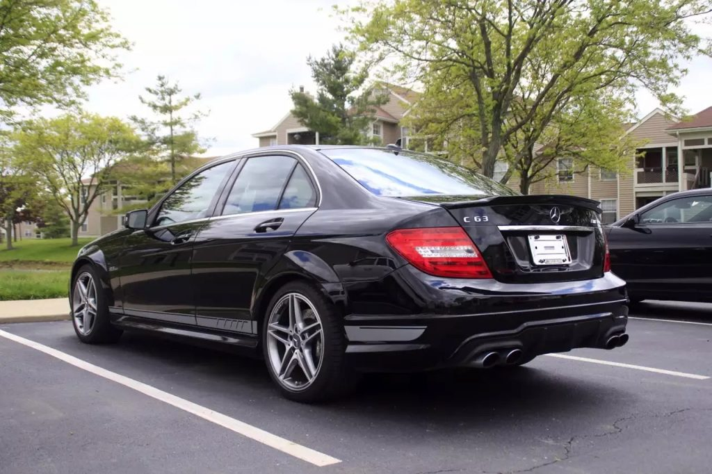2012 C63 amg,价格:3xxxx,价格好不好自己看着办吧,懂这个车的人也不需要我做太多解释了。