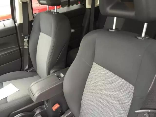 2008 Jeep Patriot 爱国者,里程:88k,稳重大气的感觉。8000左右suv,仅此一台。