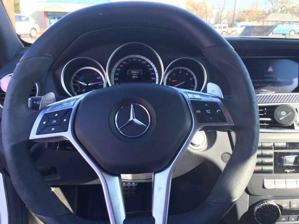 2013 C63,白外红内,声音沉稳,外观霸气, 只跑了9000,准新车!预购从速!