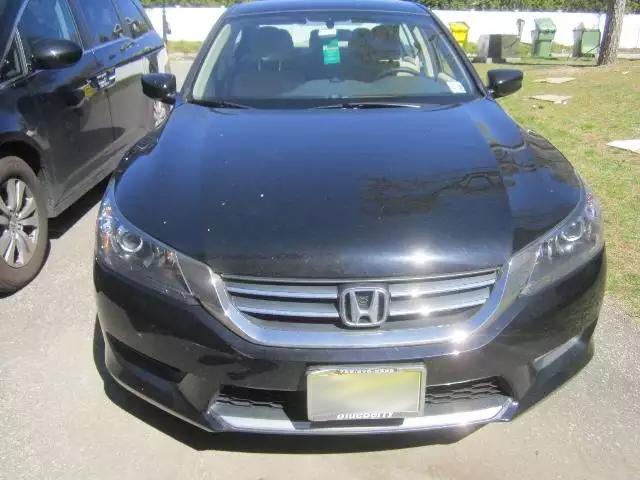 新款雅阁要的注意,2013 Honda Accord,里程:52k,这个价格美东只有一台。