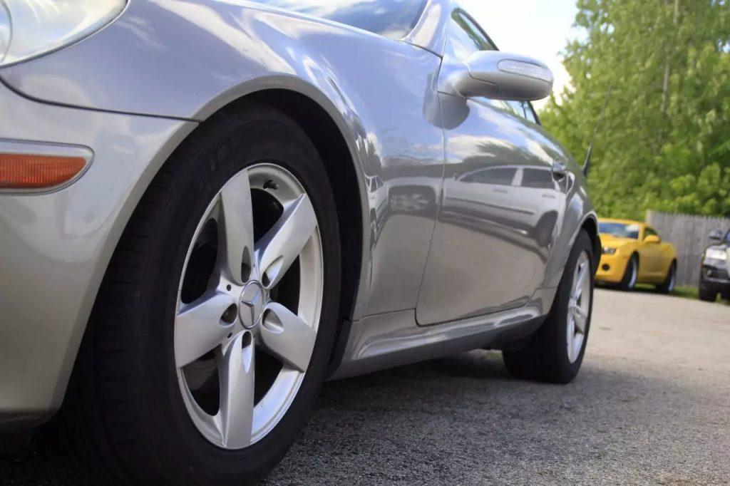 2005 奔驰SLK350,动力强劲,车况良好。里程:118k,价格仅不到1w,rmb不到6w。