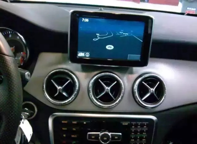 2014 奔驰CLA 迈数24000,倒车影像,全景天窗,座椅加热,蓝牙,很多很多。