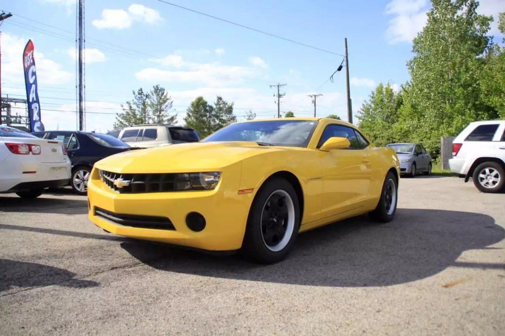 2013 大黄蜂 里程:9xxx,准新车车况,黑色轮毂,价格1打头。不得不说,太好看了。