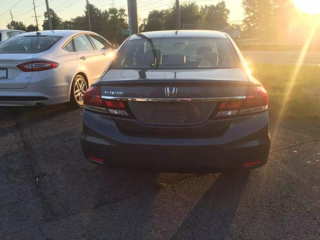 代步神器又来了,2013 Honda Civic 里程5w,价格11xxx dealer便宜小几千,还送额外三个月保修,省油 省心 省事