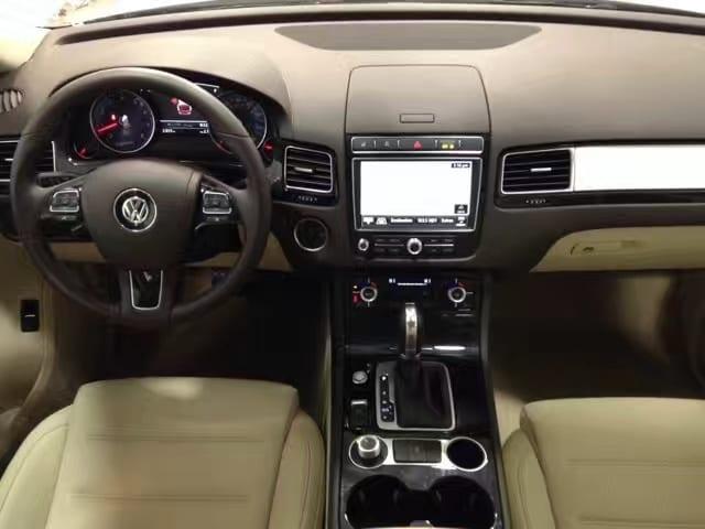 购买车位 注意事项 2016 Volkswagen Touareg,msrp:51,525$,带倒影,