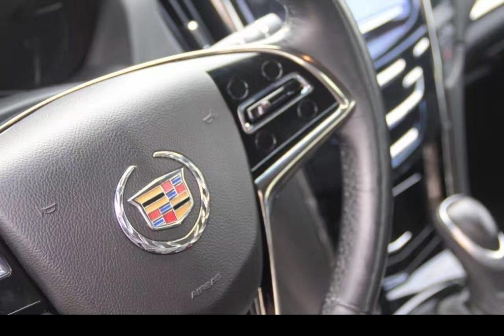 2014 凯迪拉克ATS4,我承认这个车和圆圆的宝马和尖尖的奥迪不太一样,但是他的方方正正也不错啊